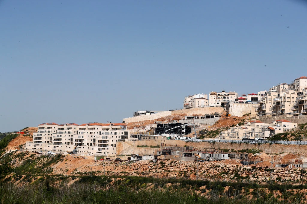 Houses in Israeli settlements in the West Bank. Photo:  Ronen Zvulun/Reuters .