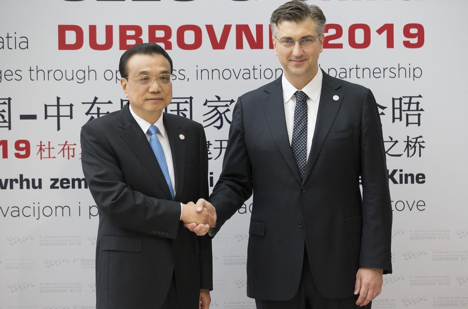 Croatian PM Andrej Plenkovic welcomes Chinese PM Li Keqiang at the 16+1 Summit held in Croatia. Photo.    Source: AP Photo/Darko Bandic