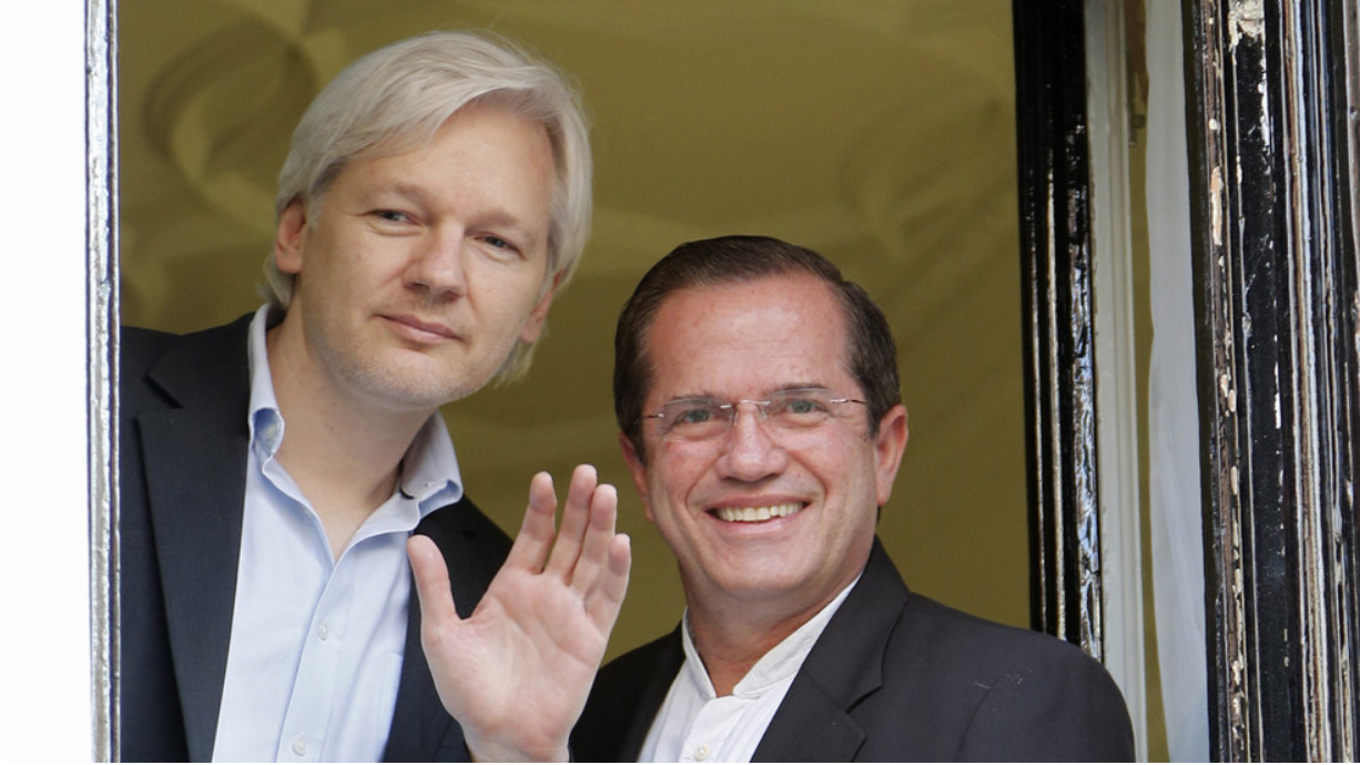 Julian Assange and Minister Patiño in the Ecuadorian embassy in London in 2013.  Photo: Chris Helgren/ Reuters/  RT News