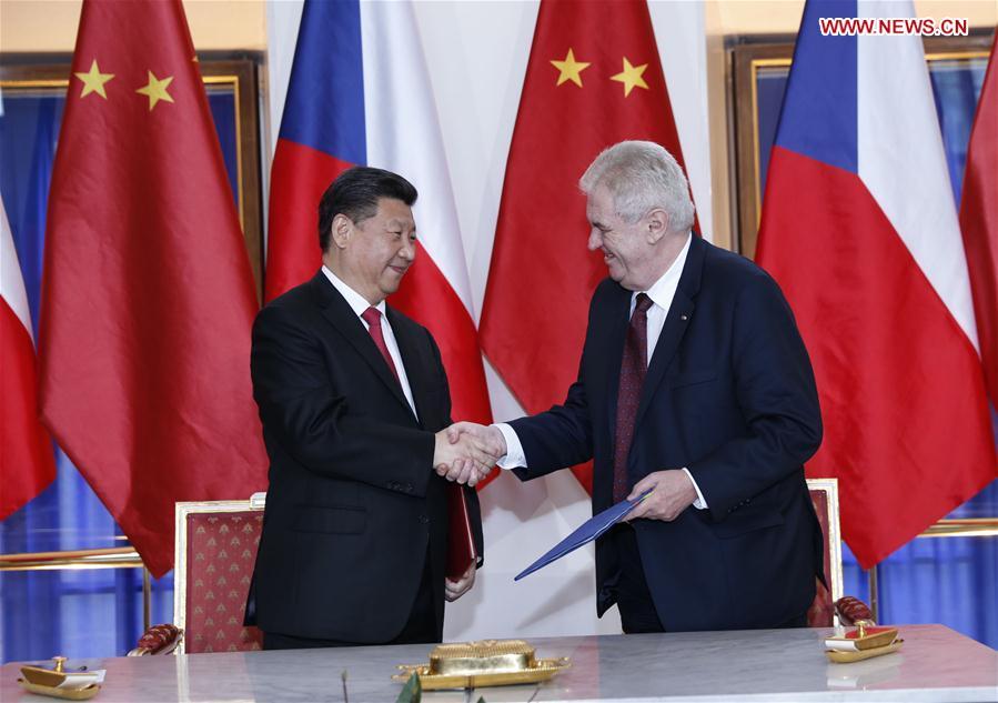 Chinese President Xi Jinping with Czech President Milos Zeman. Photo.  Source: Xinhua/ Ju Peng