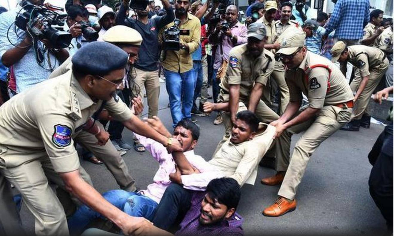 Students part of the Akhil Bharatiya Vidyarthi Parishad organization, ABVP, staged a protest at Kaloji center in Hanamkonda, Telangana. (Photo:  M. Murali/The Hindu )
