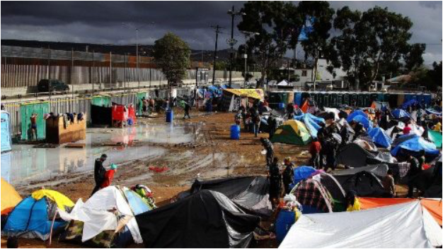 A camp of migrants alongside the US border in Tijuana, Mexico.  Photo:  Vatican News