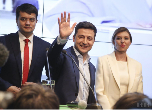Ukrainian President-elect Volodymyr Zelenskiy greets supporters at his campaign headquarters after his presumed victory in the second round of the presidential election on April 21, 2019. Photo:  UNIAN