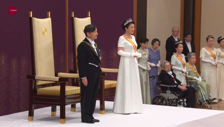 Naruhito, the new Emperor of Japan (left) and his wife Masako, the new Empress, receive a statement congratulating the former's succession to the throne by Prime Minister Shinzo Abe on behalf of the Japanese people at the enthronement ceremony on May 1, 2019. Photo:  KYODO