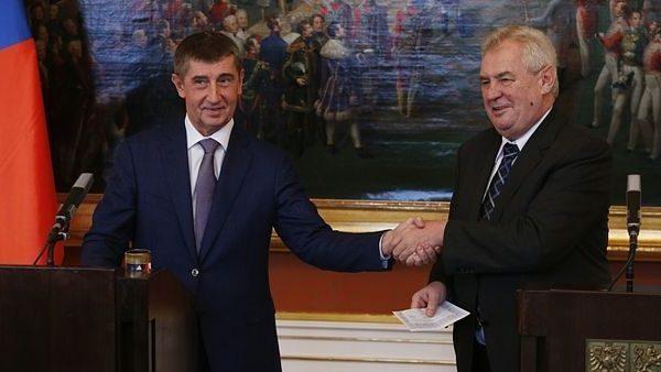 Czech Prime Minister Andrej Babiš and President Miloš Zeman shake hands. Photo.    Source: Prague Business Journal