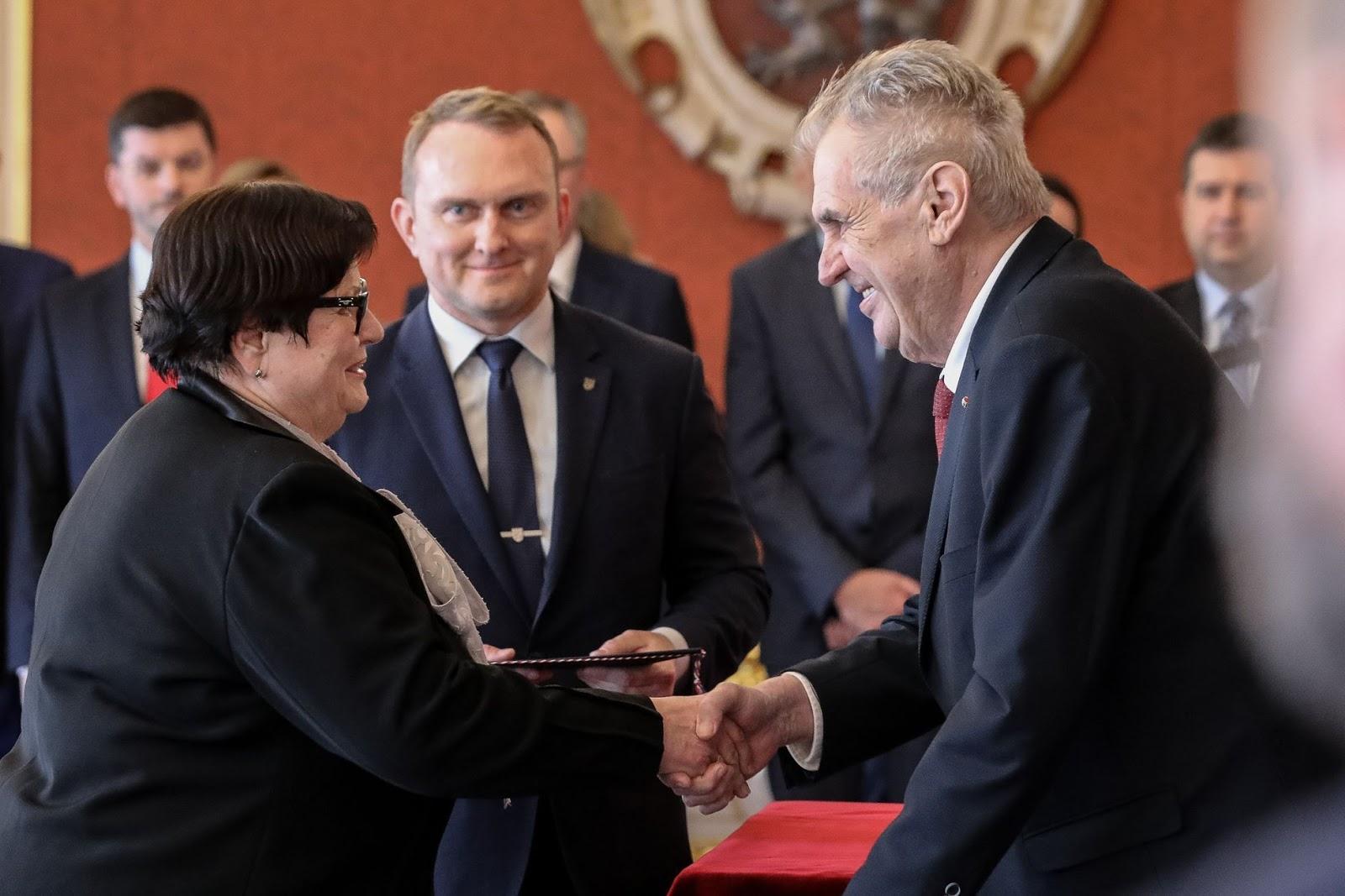 Marie Benešová and President Miloš Zeman shake hands. Photo.    Source: Jakub Plihal, Aktuálně .cz