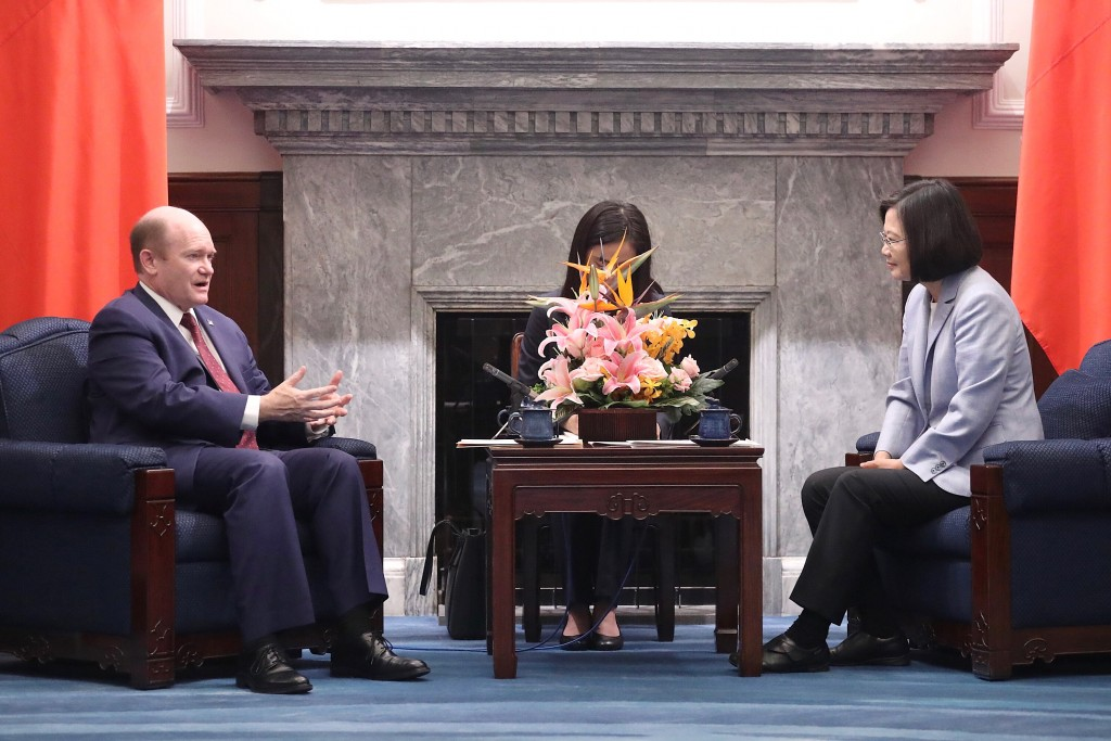 Taiwan's President Tsai Ing-wen (right) meets with US Senator Chris Coons (D-Del., left) at the Presidential Office in Taipei on April 28, 2019. Photo:  Central News Agency