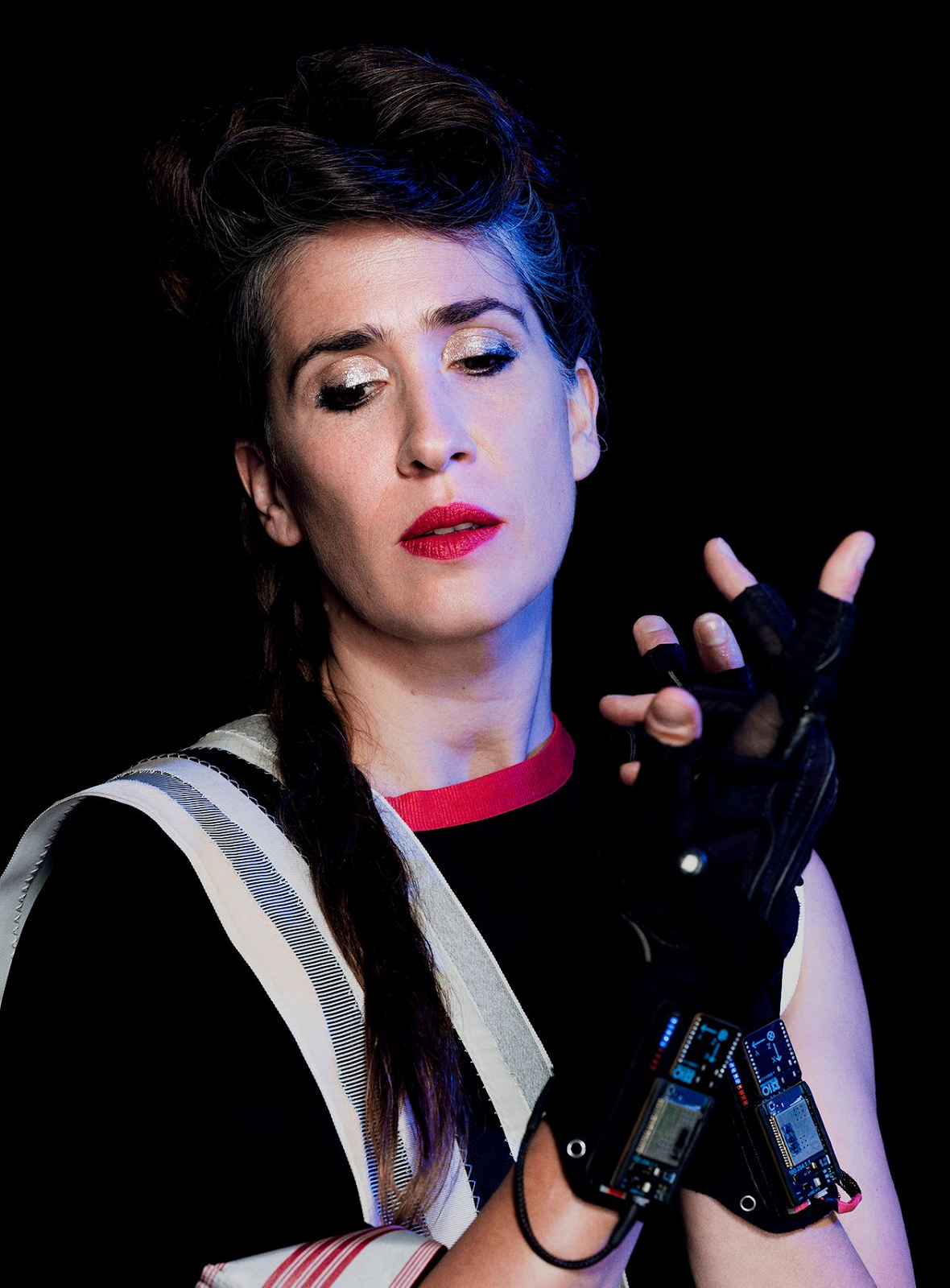 Imogen Heap performing on stage.  Photo: Benedict Evans / The Wall Street Journal