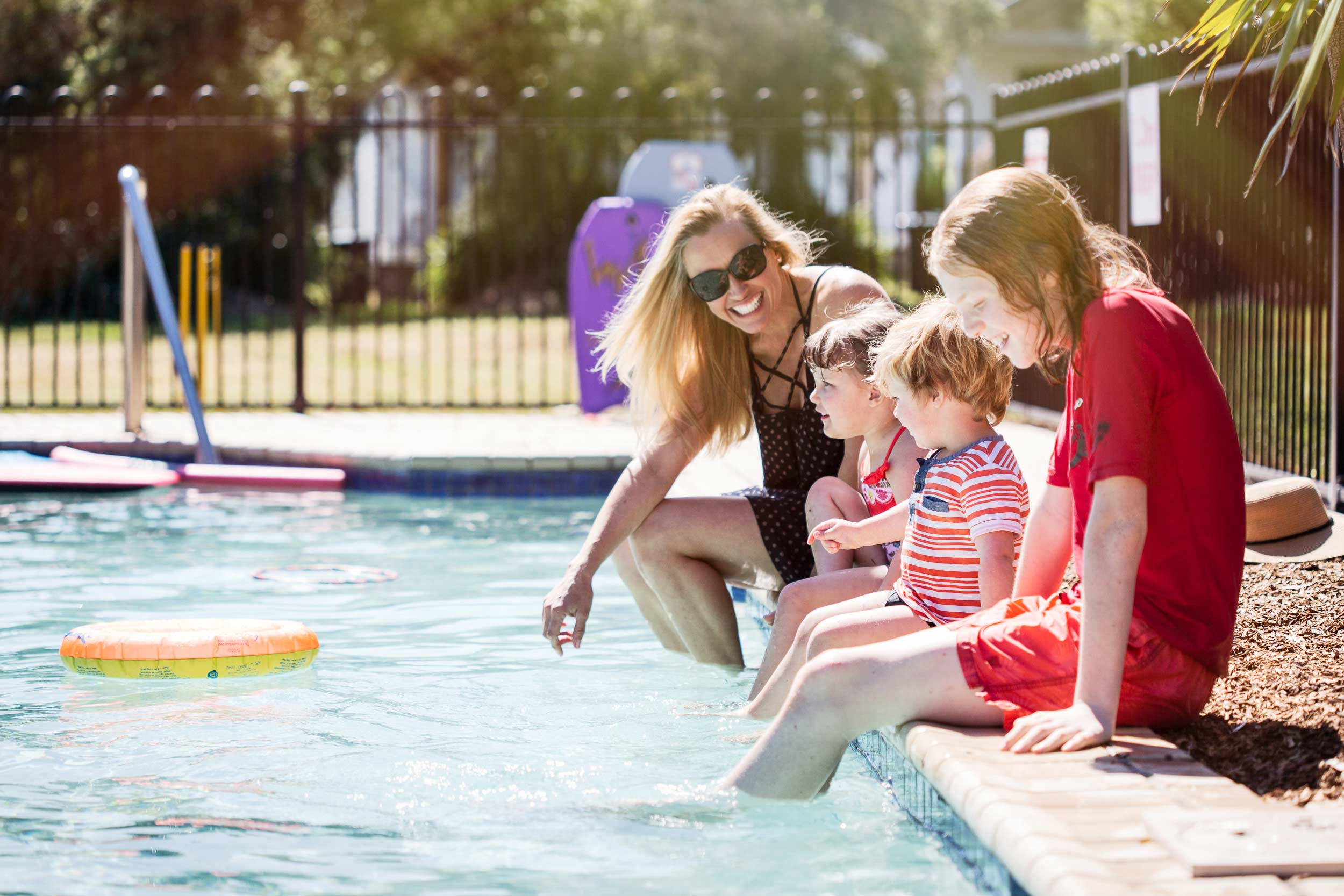 Belmont Bayview Park   Family poolside