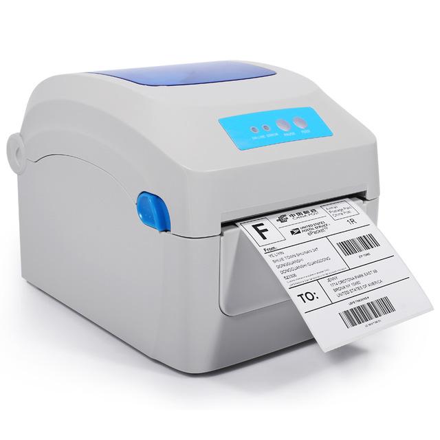 เครื่องพิมพ์สติกเกอร์จ่าหน้าด้วยความร้อน ความเร็วสูง 2-8 นิ้ววินาที ทำงานร่วมกับกระดาษความร้อนขนาดกว้าง 20-118 มิลลิเมตร ไม่จำเป็นต้องใช้หมึก ทนทานเหมาะสำหรับการพิมพ์จำนวนมาก