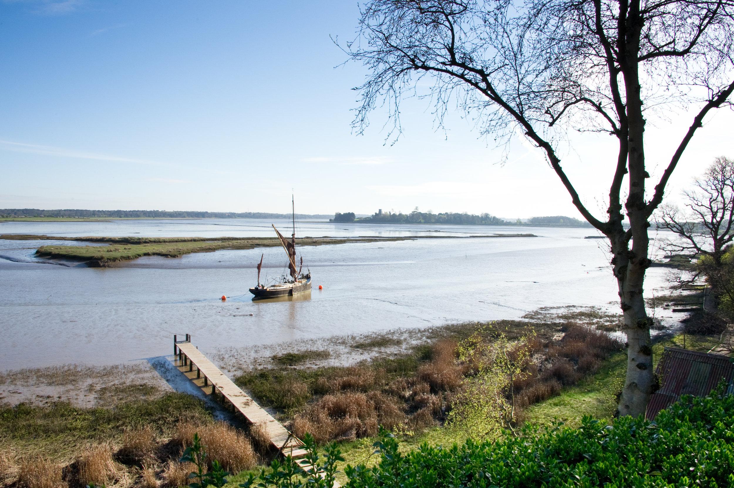 Thames-barge-at-iken-on-river-alde-in-suffolk-3.jpg