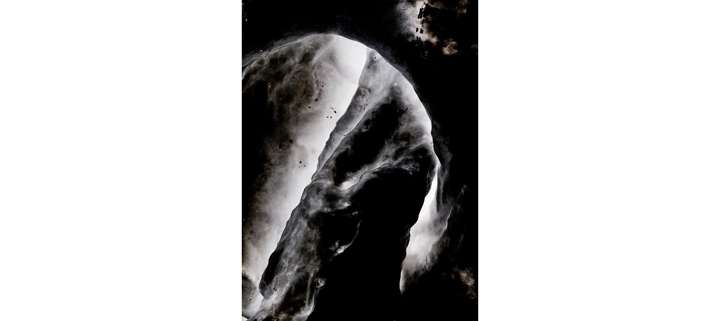 X 23  Untitled N°4, 2014/2015 Tirage gélatino argentique, 144 x 104 cm |Gelatin silver print, 56,69 x 40,94 inches  2/4