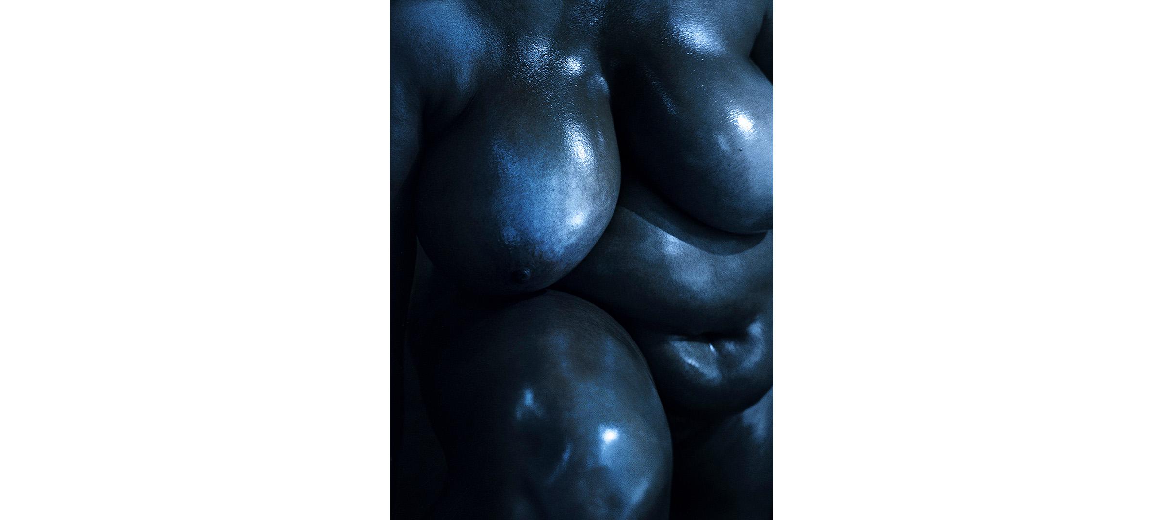 Blue Nudes  Untitled N°3, 2005 Tirage gélatino argentique, 144 x 104 cm | Gelatin silver print 56,59 x 40,94 inches  5/5