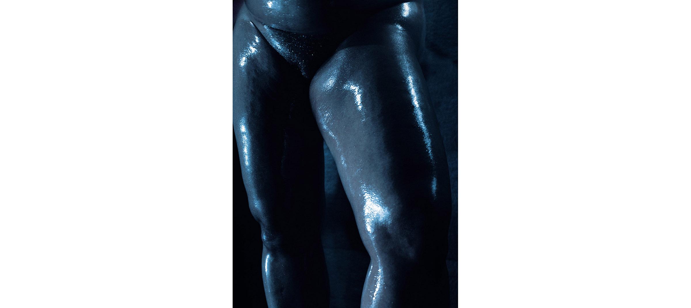 Blue Nudes  Untitled N°1, 2005 Tirage gélatino argentique, 144 x 104 cm | Gelatin silver print 56,59 x 40,94 inches  2/5