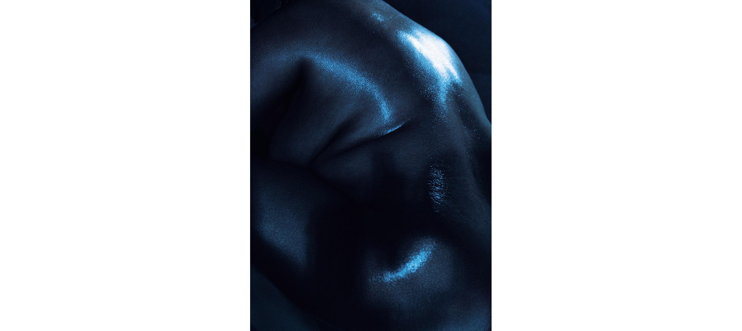 Blue Nudes  Untitled N°7, 2005 Tirage gélatino argentique, 144 x 104 cm | Gelatin silver print 56,59 x 40,94 inches  4/5