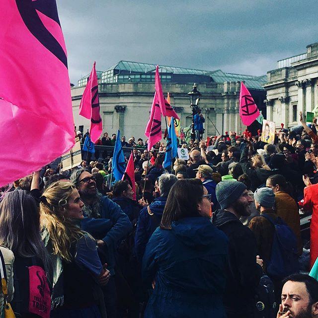 #peoplesassembly @extinctionrebellion #london ❤️ #trafalgarsquare