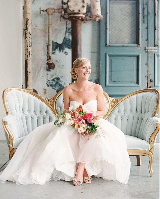 Classic bridal style📷 @landonjacob 📋 @meaganwarren