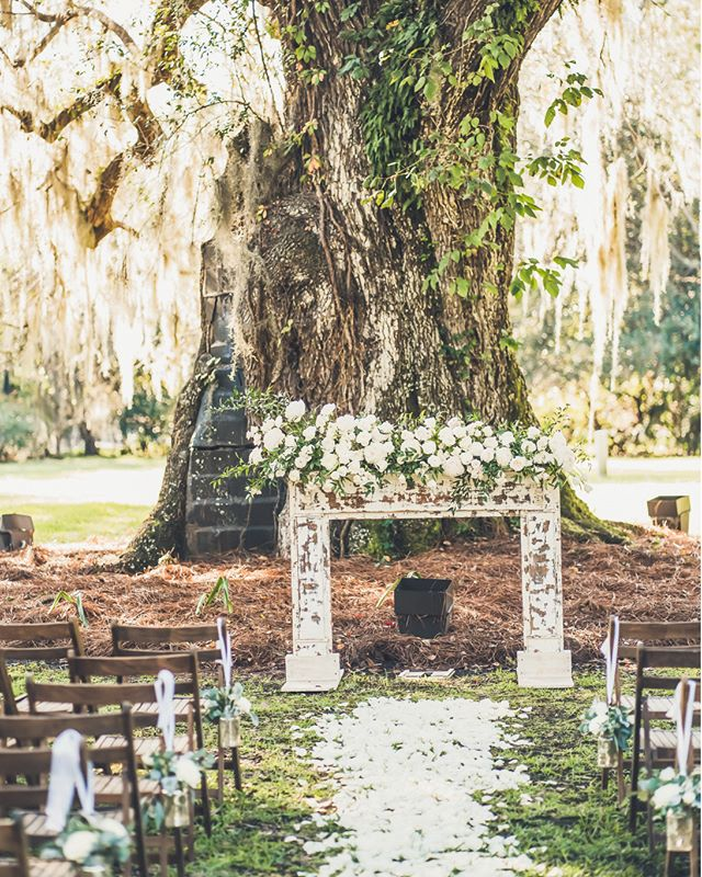 Summer is quickly coming to a close which means that Fall wedding season is just around the corner!📷 @richardbellphoto 📋 @pureluxebride