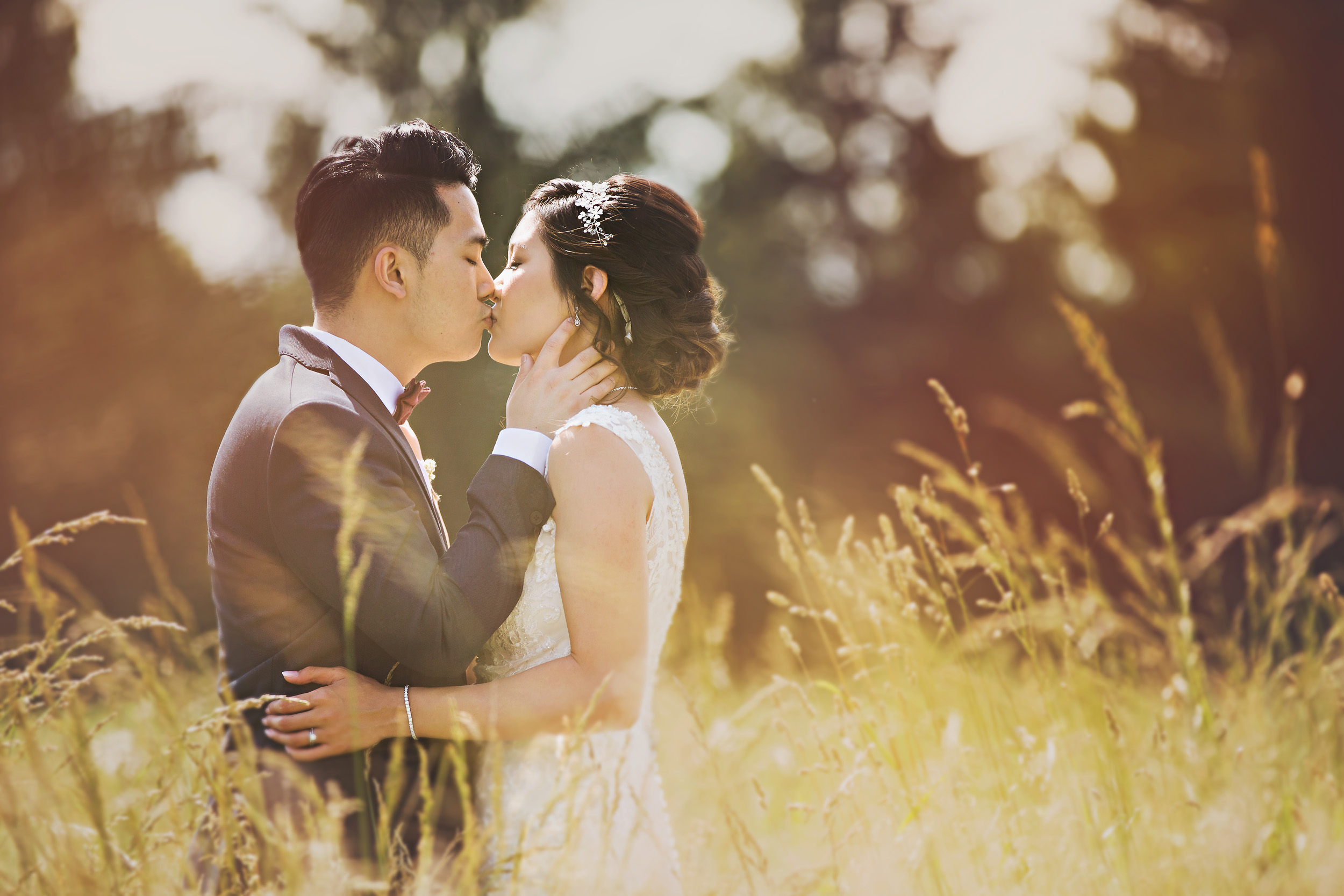 So dreamy...the light, the field, the couple!