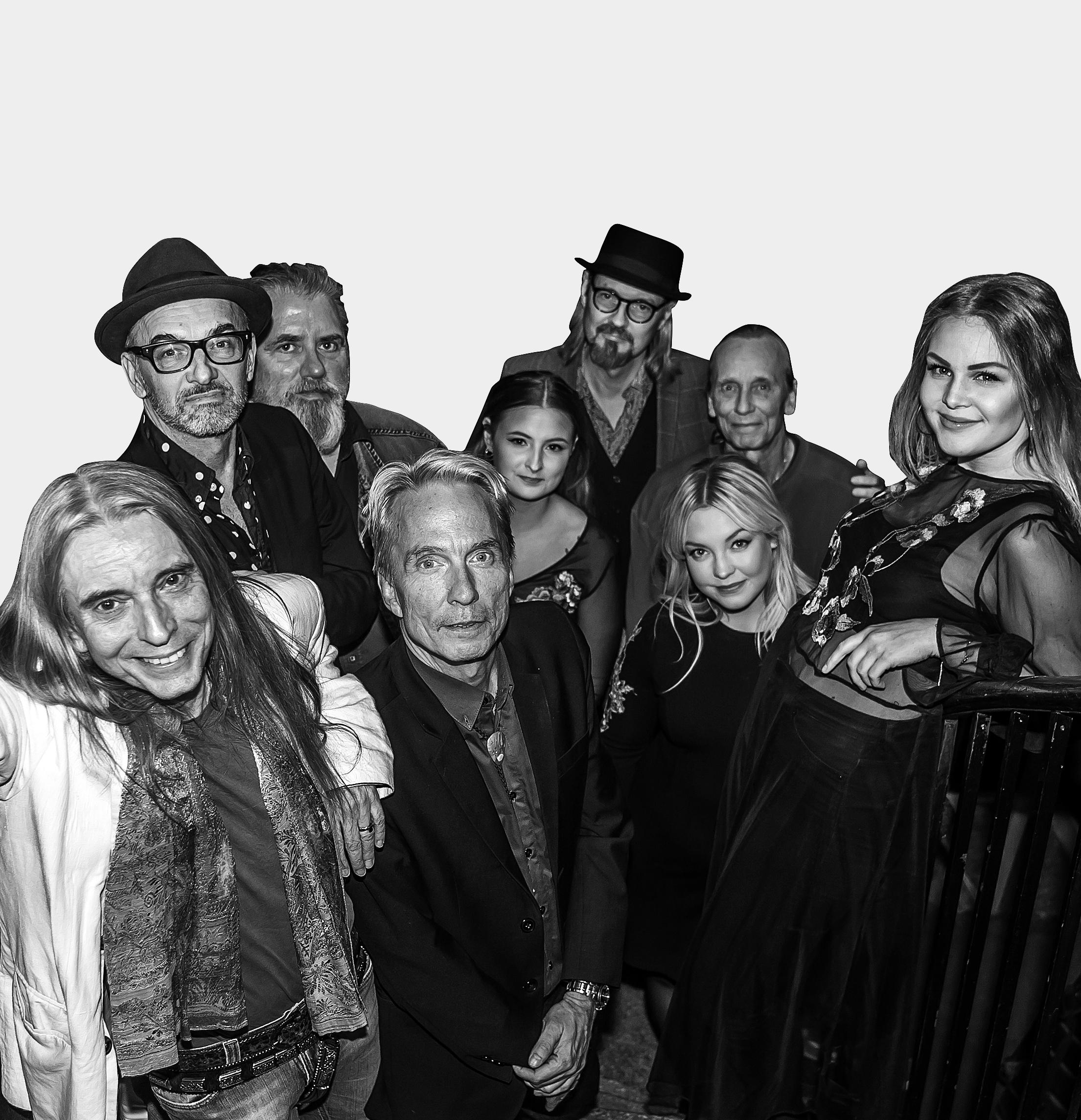 Dan Hylander & Raj Montana Band - Allt sedan 70-talet är Dan Hylanders namn intimt förknippad med svensk populärmusik. Som producent och låtskrivare har han samarbetat med mängder av svenska artister som Totta Näslund, Björn Skifs och Tomas Ledin. Med Raj Montana Band och Py Bäckman släppte Dan Hylander en serie bejublande album på 80-talet, då han slog igenom på alvar. Efter 2 rockbjörnar, soloprojekt, mängder av samarbeten och långa perioder i Peru är nu Dan Hylander tillbaka i Sverige och har återförenats med sitt Raj Montana Band.På lördag 29 juni står Dan Hylander med sitt Raj Montana Band på Stora Scen på Torsjö Live redo att ge dig en oförglömlig konsertupplevelse. Kom, minns, njut!På scen lördag 29 juni