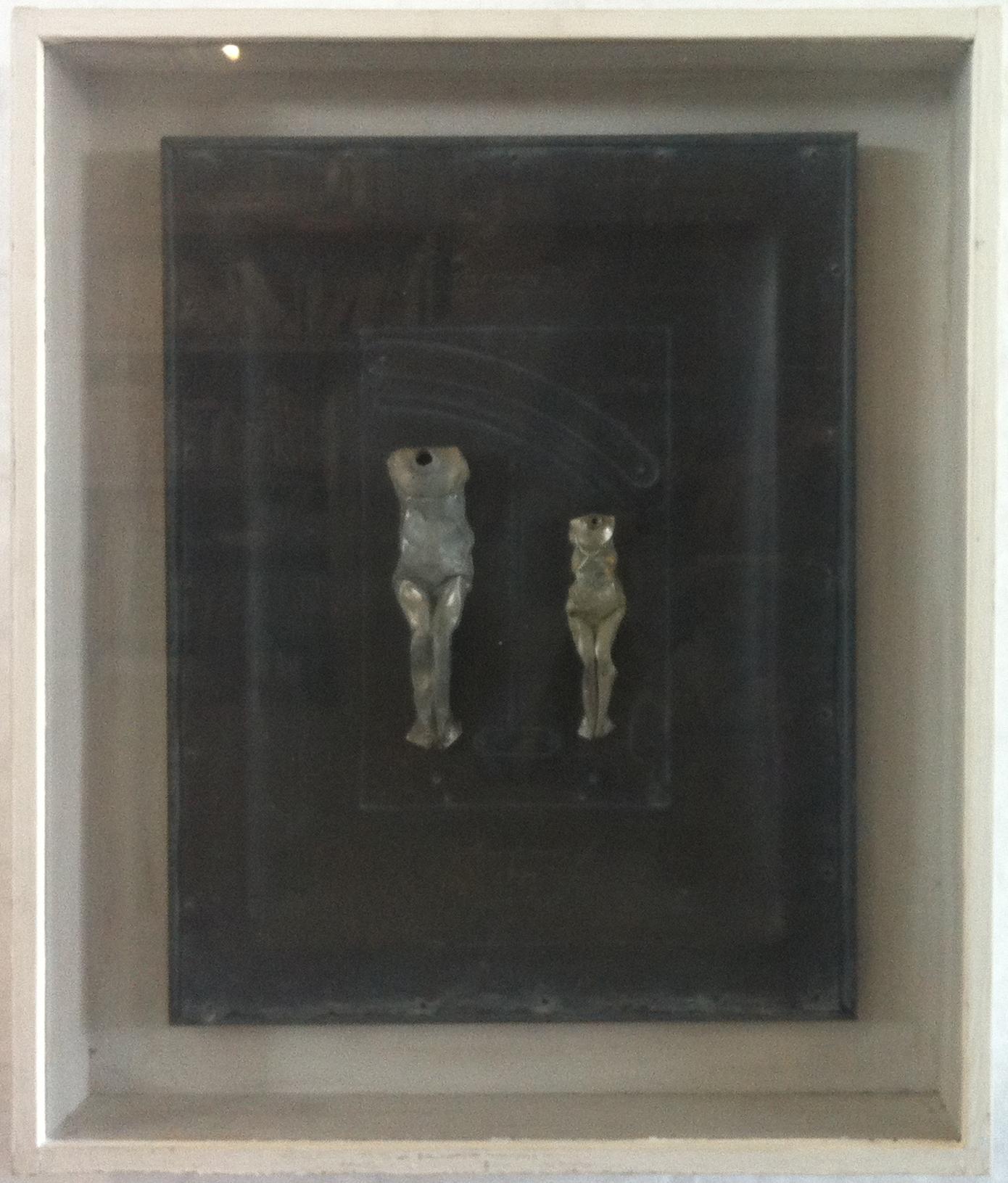 o.T. | 1995 | Blei und leere Farbtuben mit Nieten auf einem Bleicorpus | 49 x 39 x 3 cm