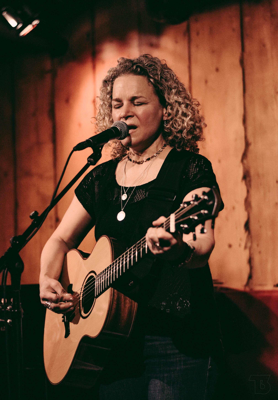 306a01b2a74c-Lara_at_Rockwood_Music_Hall_NYC_May_2019___by_T3_Productions.jpg