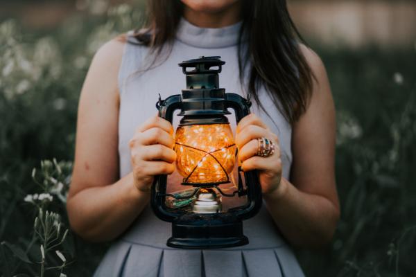 holding lantern.png