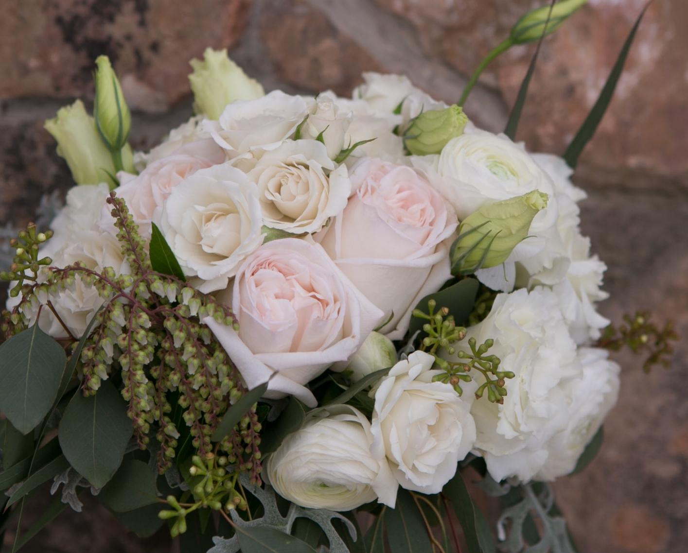 white wedding bouquet vail co