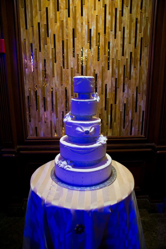 Russo's on the Bay Wedding Cake.JPG