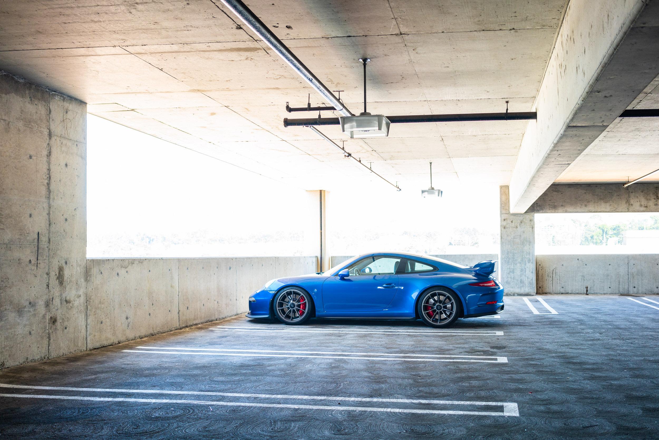 porsche-911-gt3-parked-westfield-mall.jpg