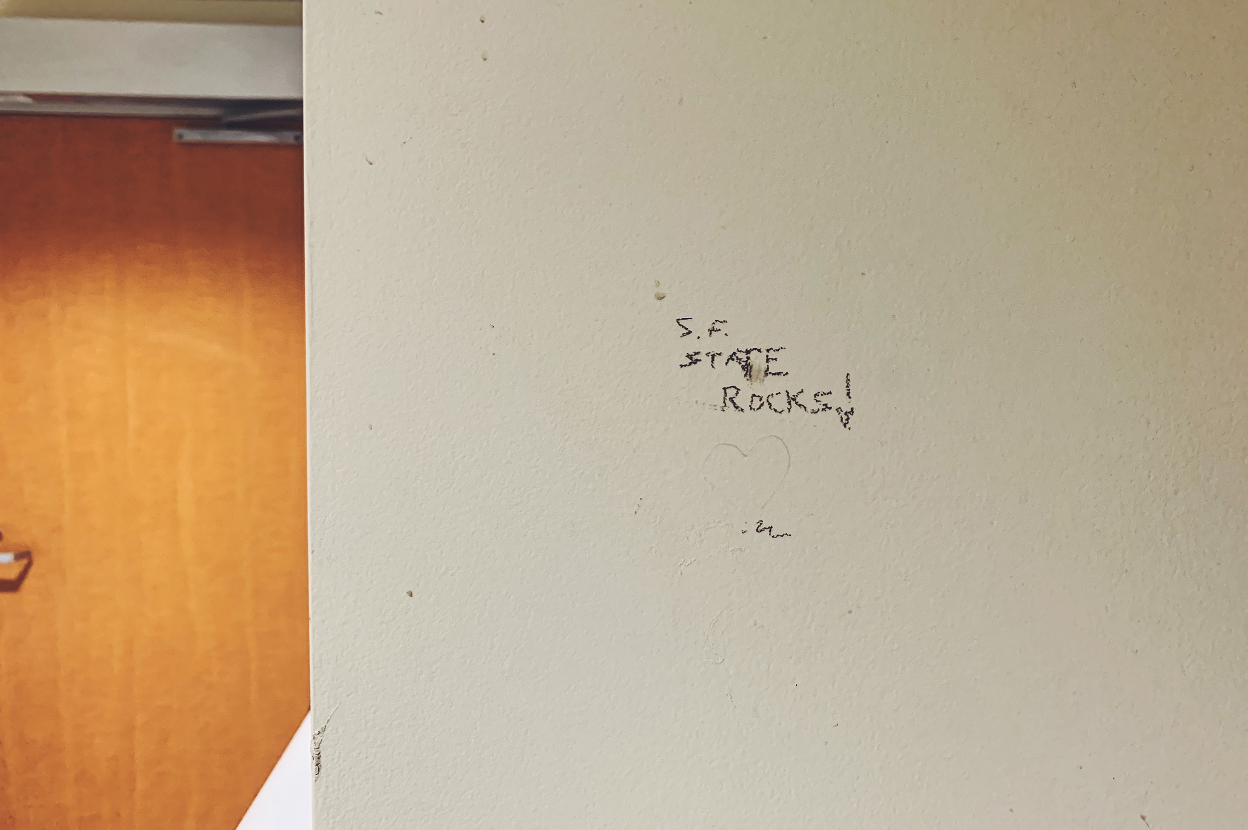 Indeed it does, writing-on-the-bathroom-wall guy.