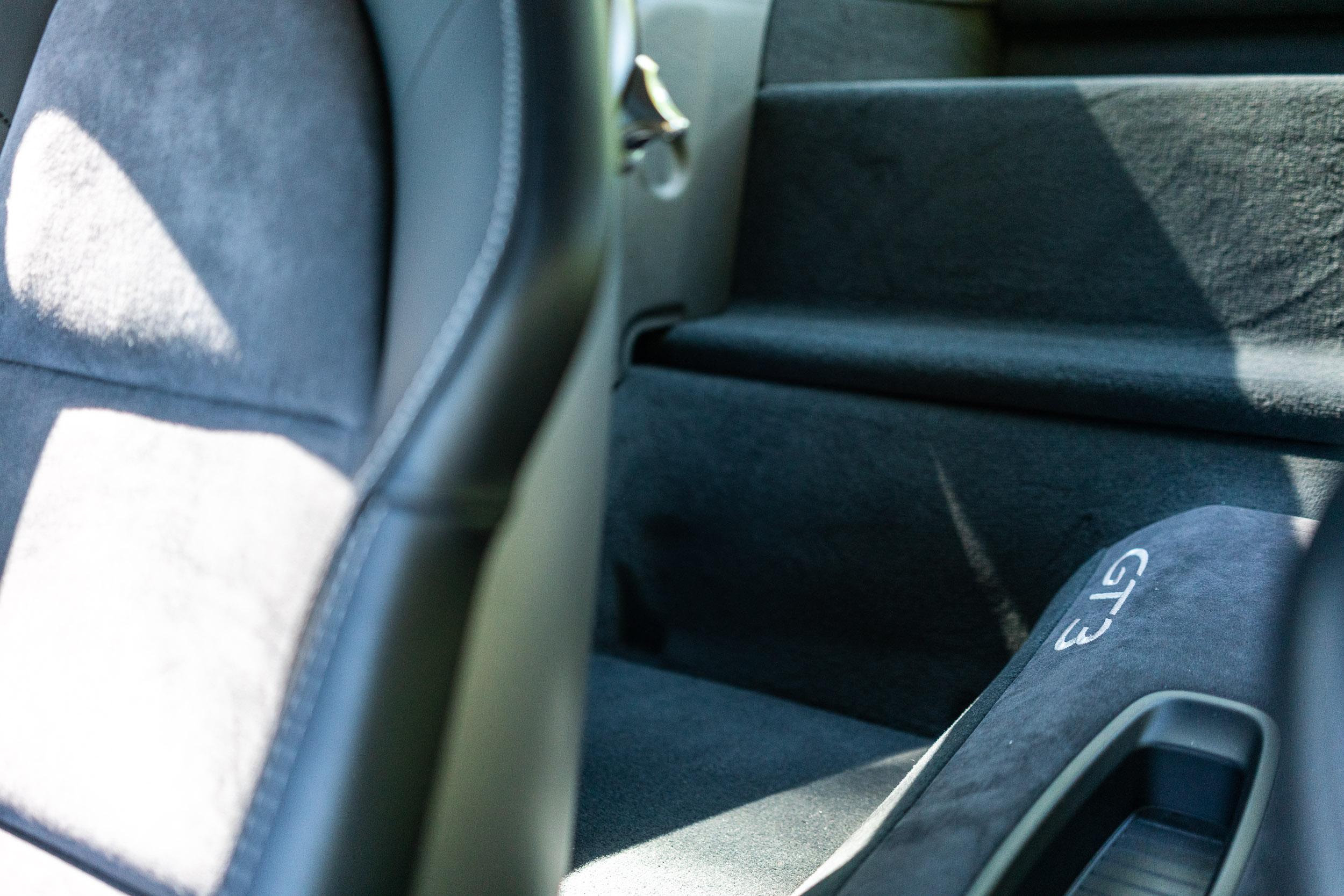 porsche-911-gt3-991-rear-passenger-compartment.jpg