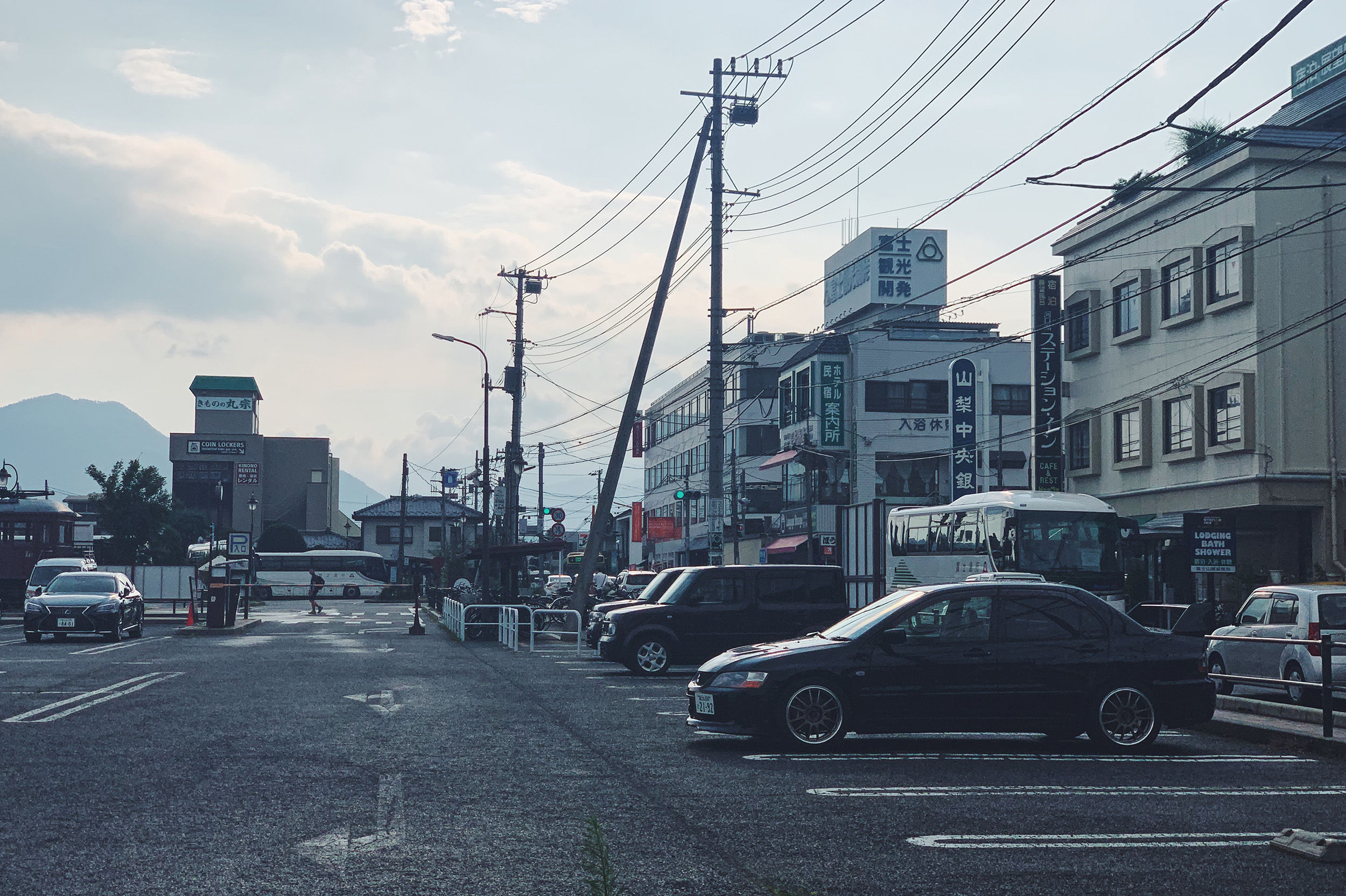 This is exactly how I pictured Japan car culture looks like.