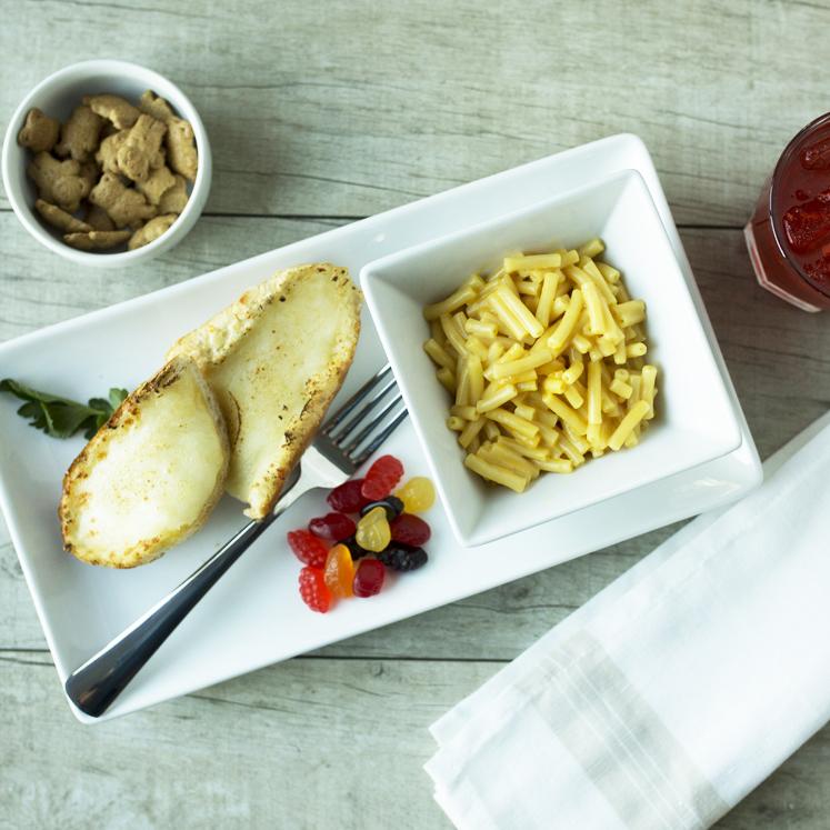 KIDS - Mac & Cheese with Garlic Bread.jpg