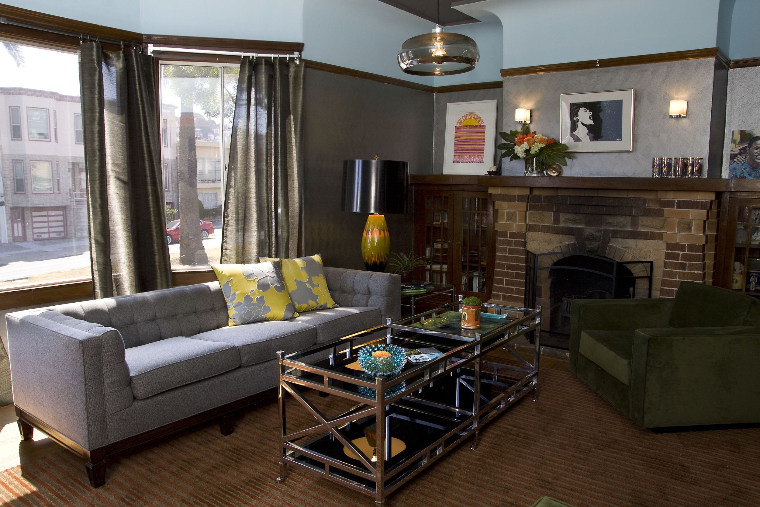 livingroom1_w1joey.jpg