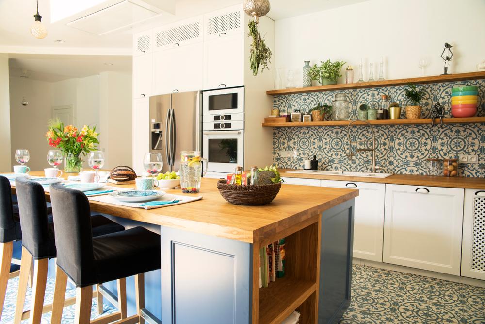 Kitchen Design With backsplash and color