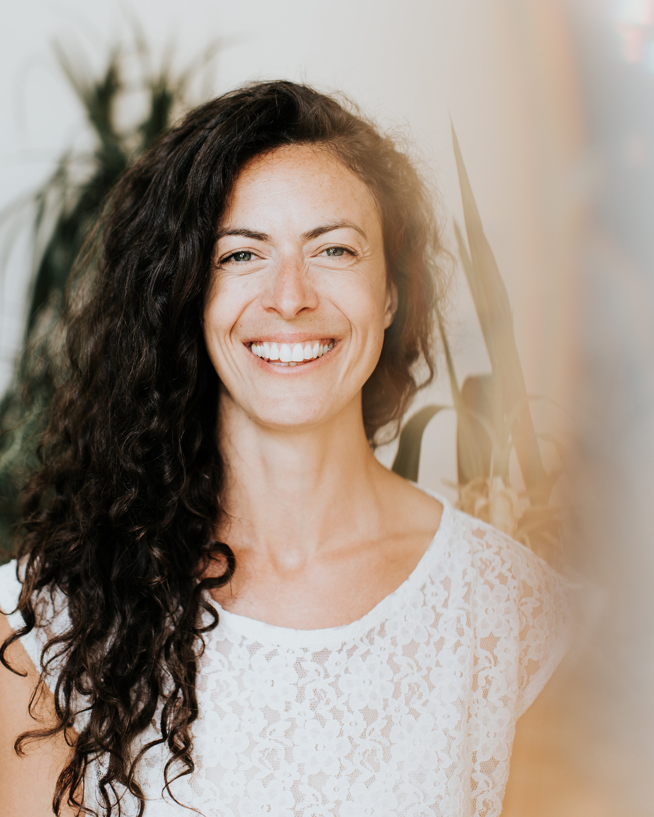 Cynthia  - Amoureuse de la terre, professeure de yoga (RYT 640) & facilitatrice