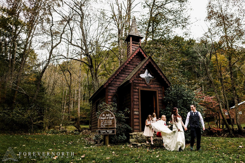 Mckeegan-Destination-Wedding-Photographer-North-Carolina-Asheville-Battery-Park-Book-Exchange-39.JPG