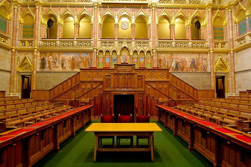 Speaker's podium in Upper House Hall – Felsőházi ülésterem elnöki emelvénye.jpg