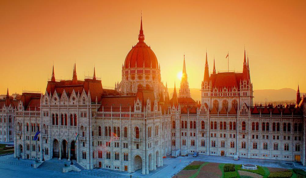 House of Parliament at sunset – Országház naplementében.jpg