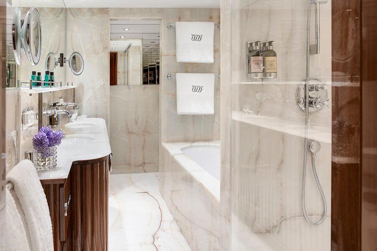 UW-JDV-Suite401-Bath-4593.jpg