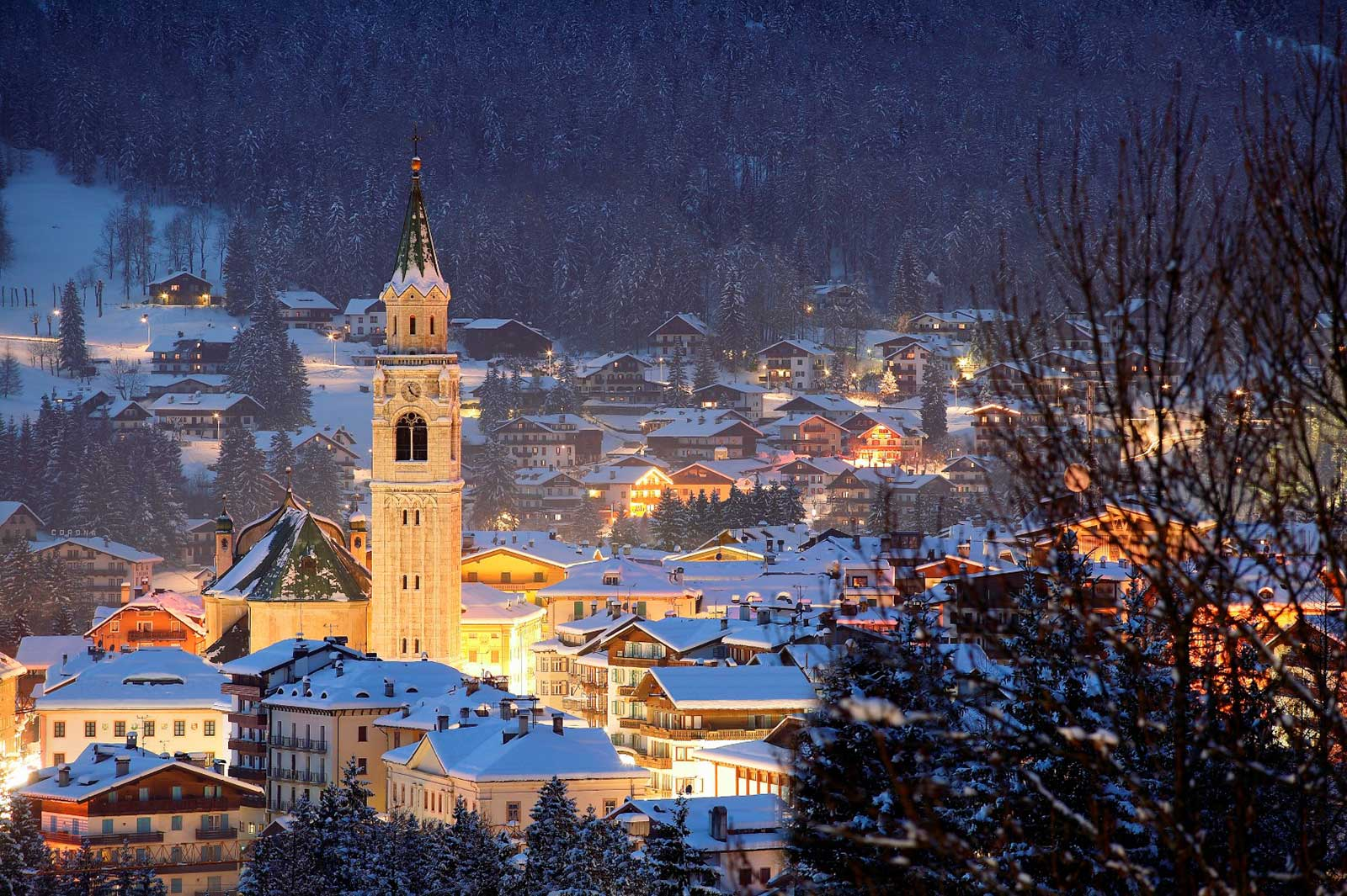 Cortina night town.jpg