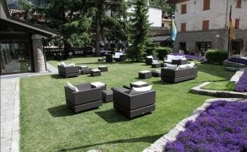esterno-loungebar-grandhotel-royalegolf.jpg