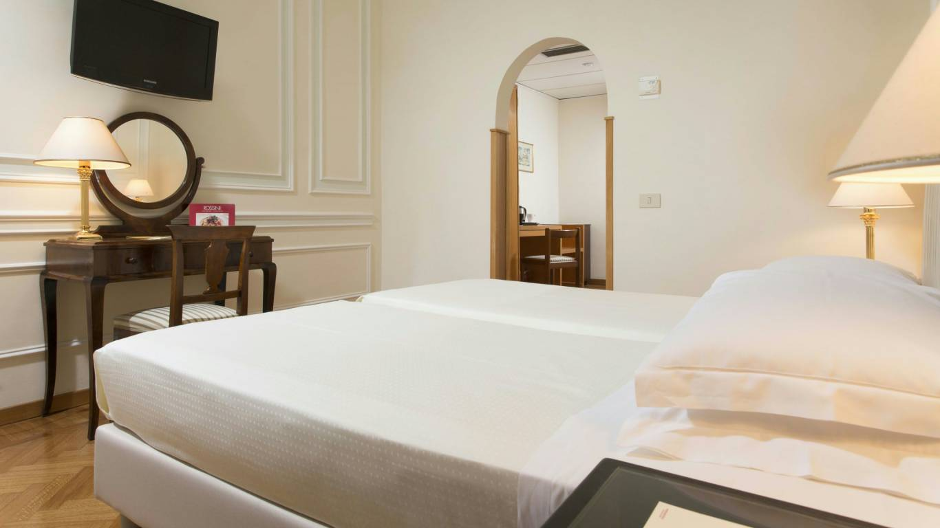Hotel-Quirinale-Roma-camera-small-12-8.jpg