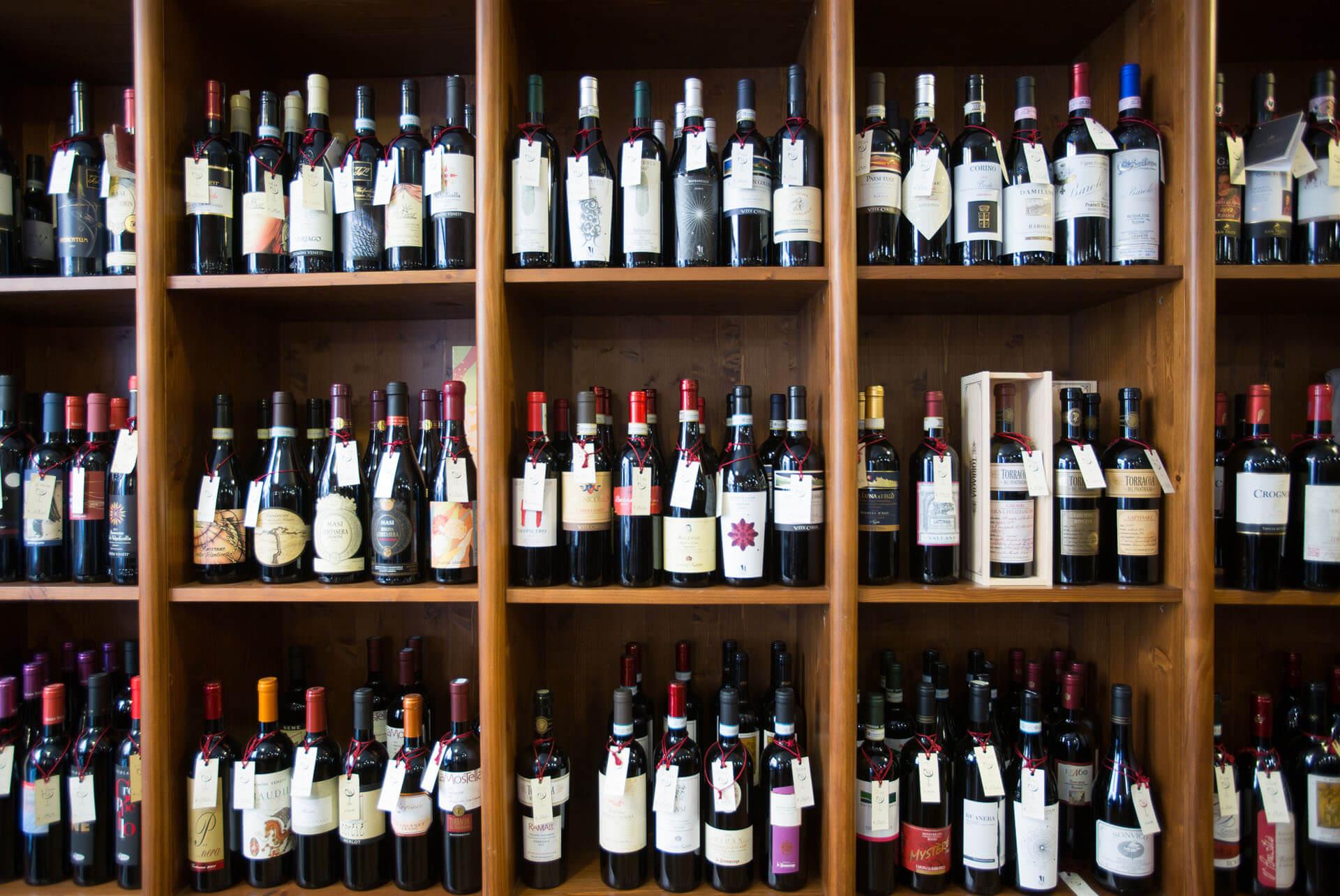 Bottiglie Vino-Cantina Frasca.jpg