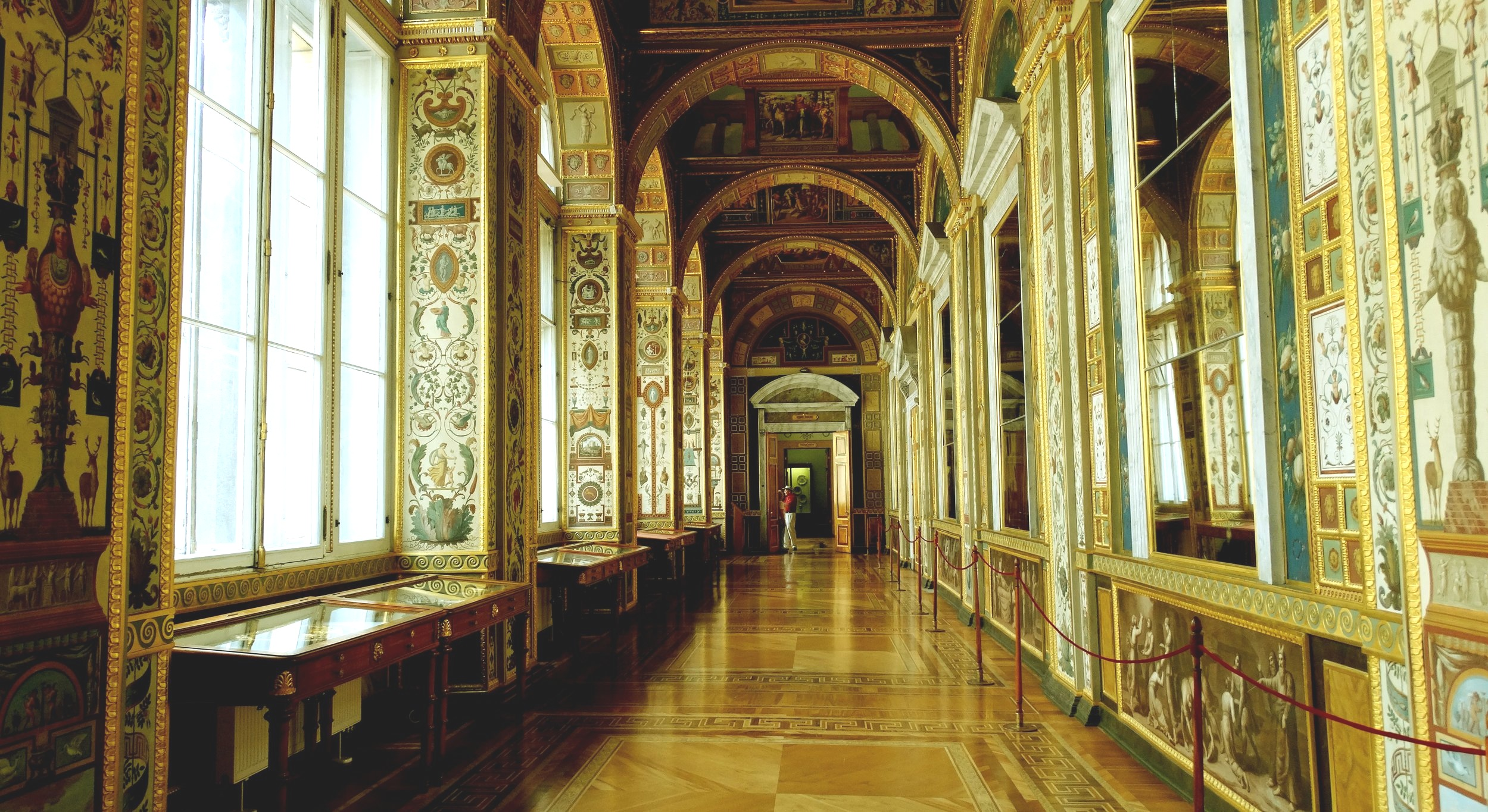 Russia_-_St._Petersburg,_Hermitage_Museum_-_panoramio_(14).jpg