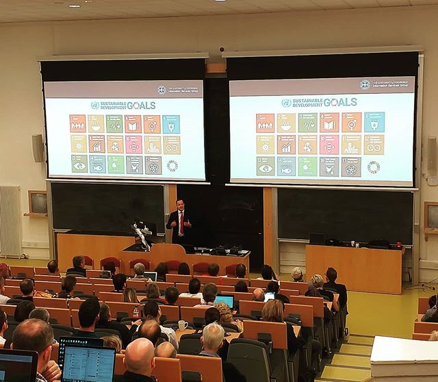 @edinburghuniversity CIO Gavin McLachlan talking at the ISG All Staff on how ISG is delivering on the university's new 2030 strategy, including highlighting the university signing up for the UN Sustainable Goals. https://www.ed.ac.uk/about/strategy-2030 https://www.un.org/development/desa/disabilities/envision2030.html