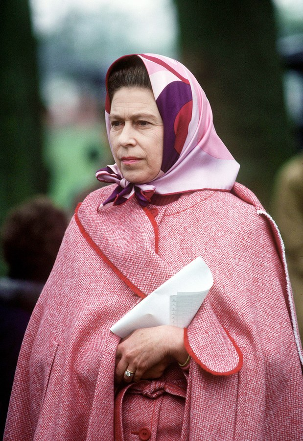 Queen Elizabeth looking pretty in pink.jpg