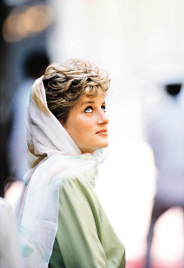 Scarves were a staple of Princess Diana's 1980s wardrobe..jpg