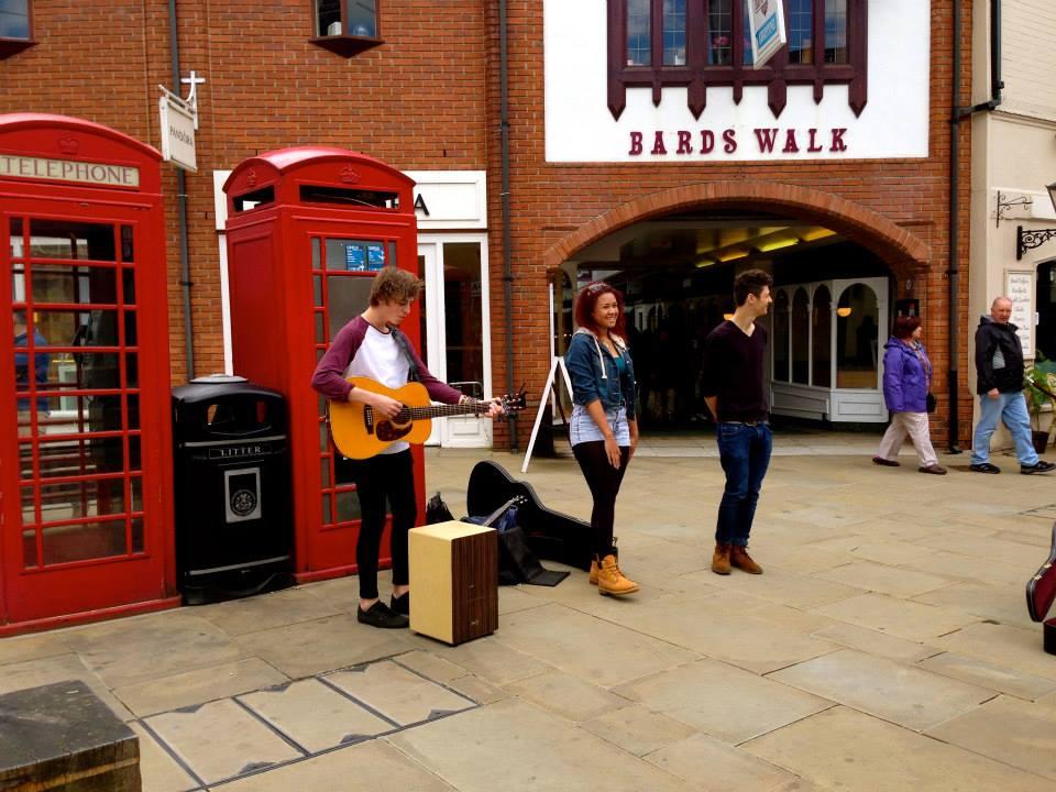 street performers.jpg